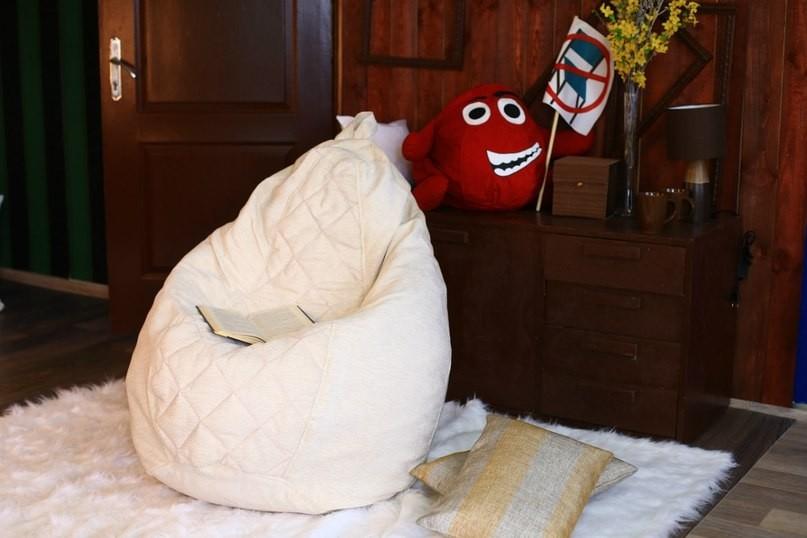 груша в спальне кровать