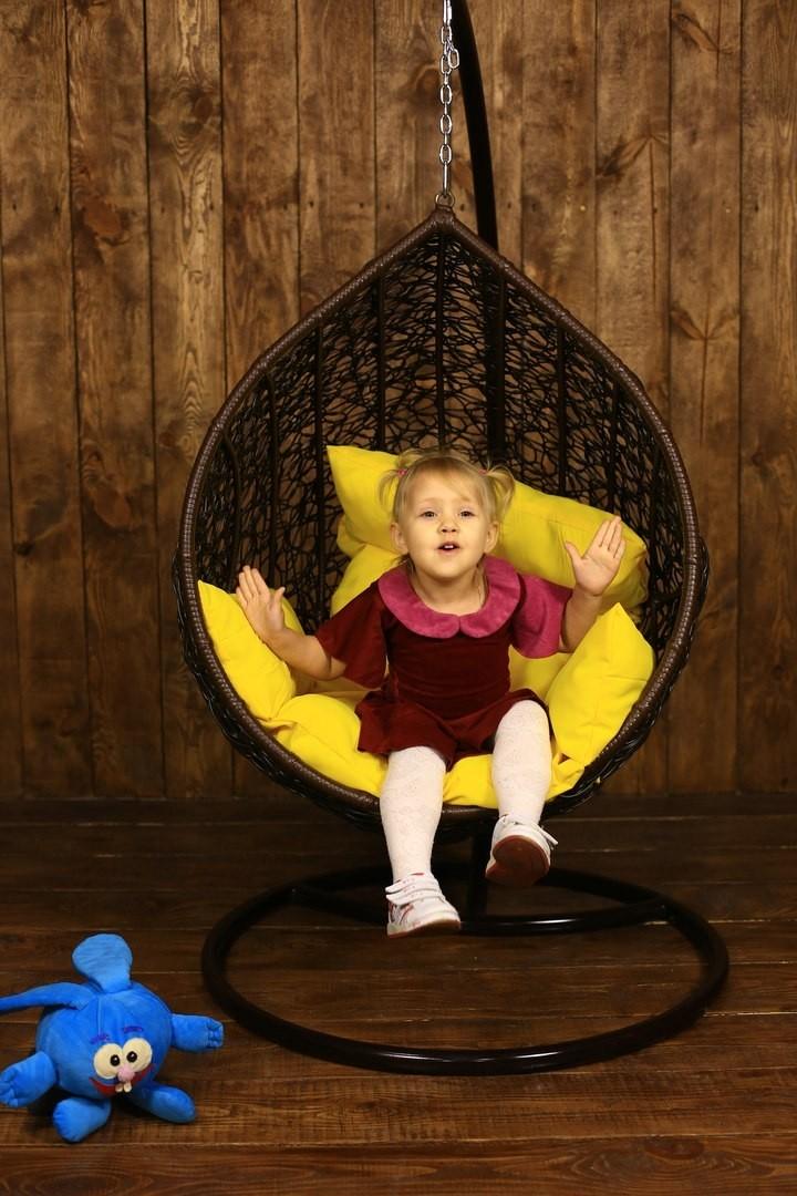 интерьер детской комнаты кресло из ротанга