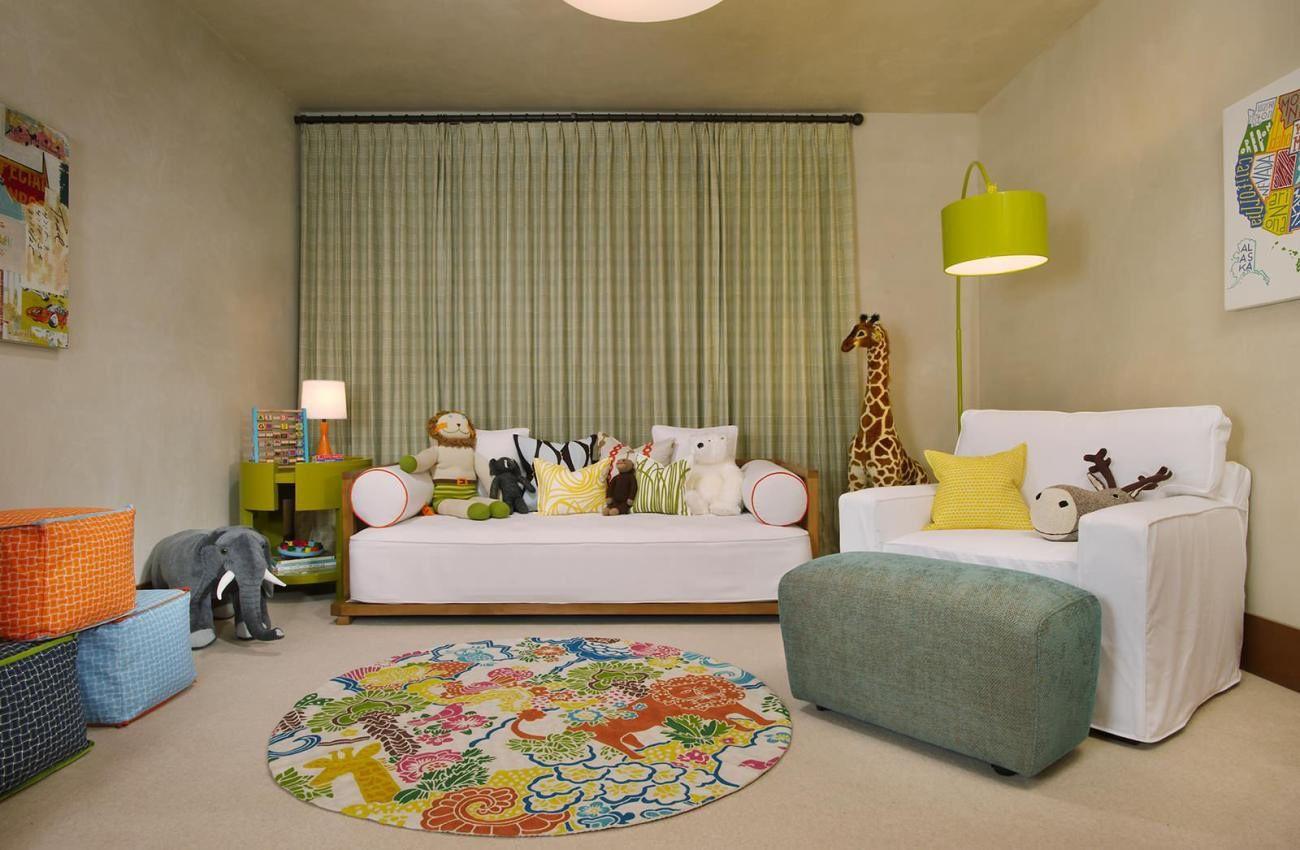 детский диван в комнате