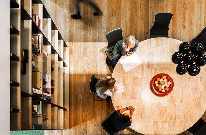 библиотека в офисе