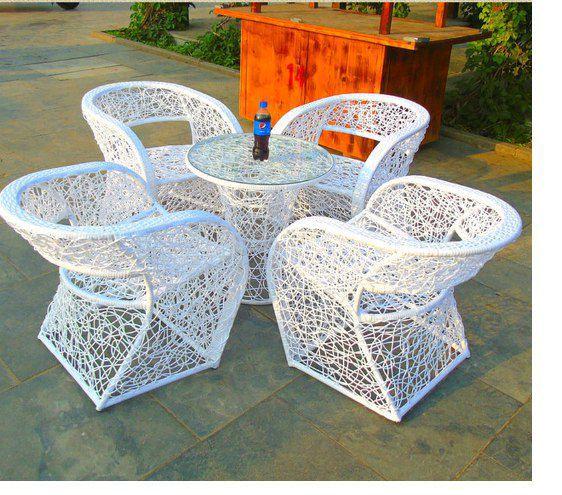 кресло для уличного кафе из ротанга