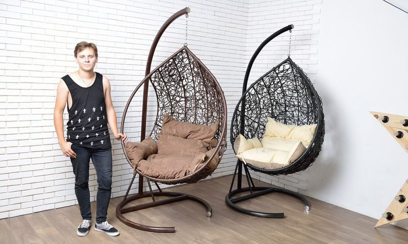 подвесное кресло из ротанга веранда